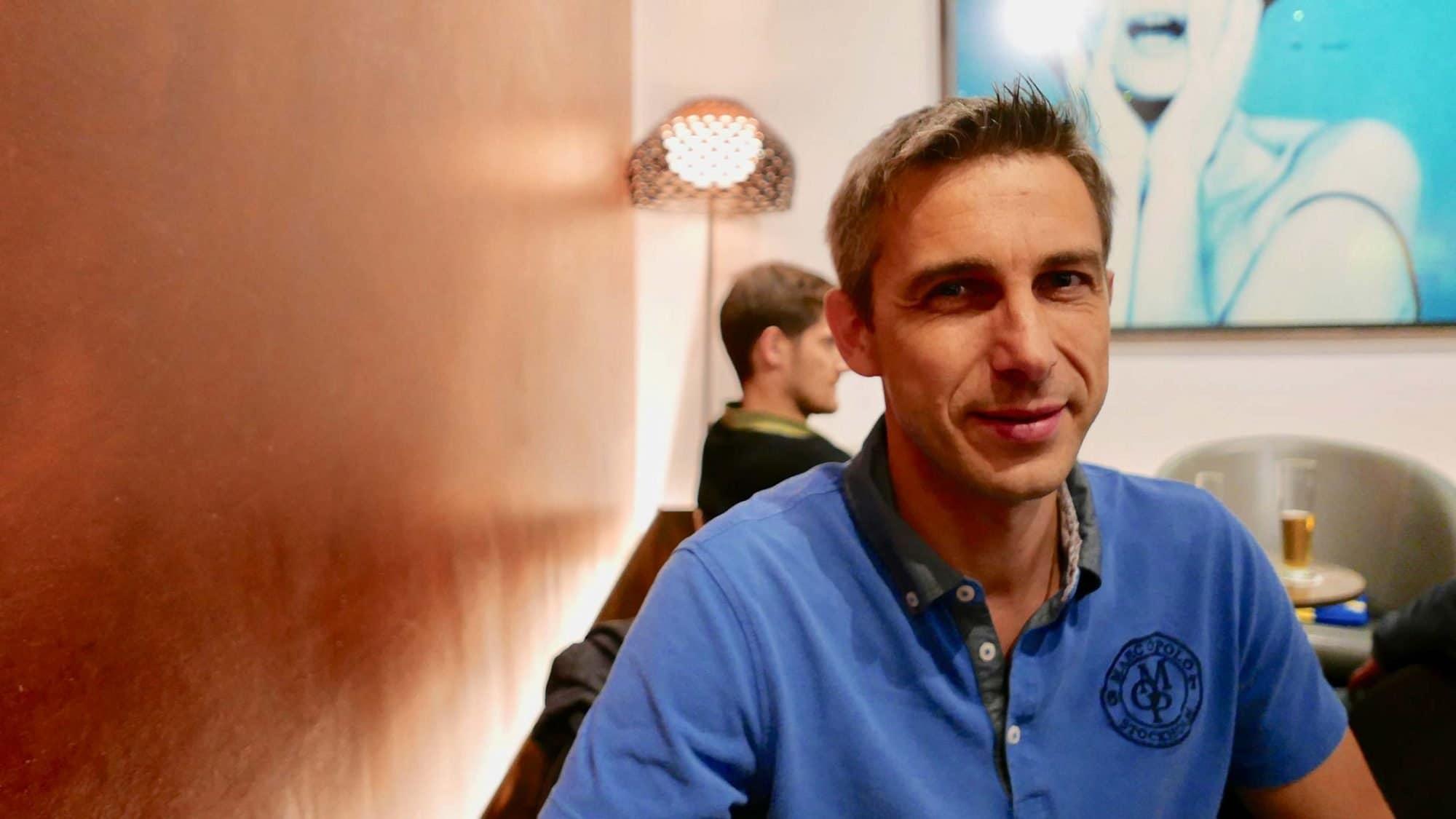 Matthias ist der Ehemann einer Frau, die an Brustkrebs erkrankt ist.