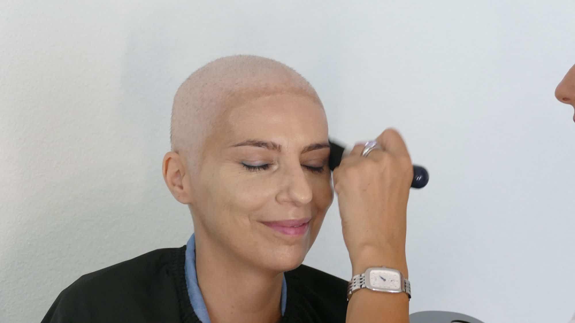 Schminken bei Chemotherapie: Foundation auftragen