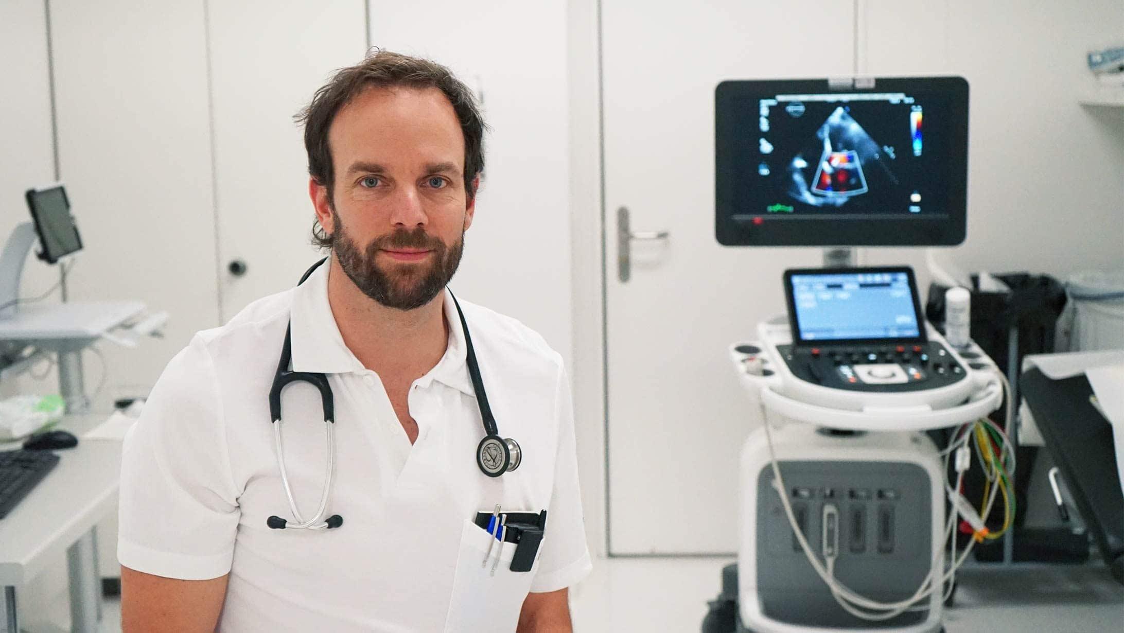 Kardiologe Pascal Köpfli in seinem Sprechzimmer.