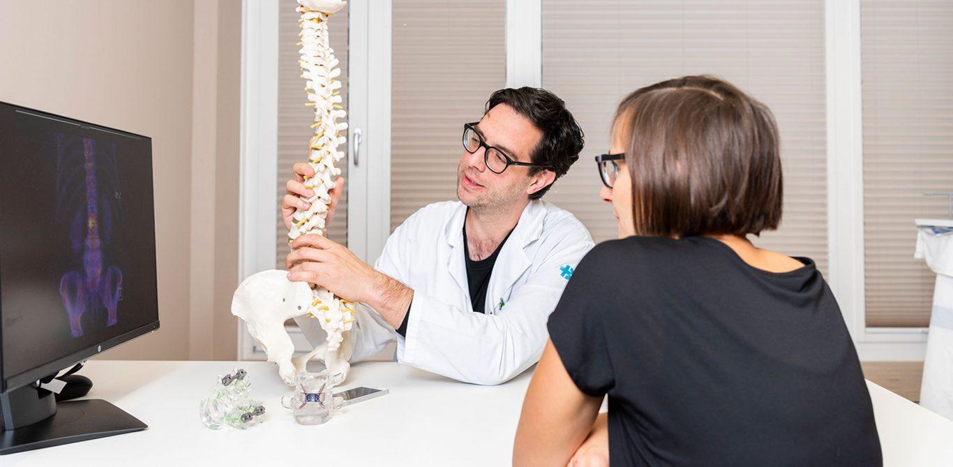 Dr. Alexander Mameghani, Wirbelsäulenchirurg und Leitender Arzt am KSB