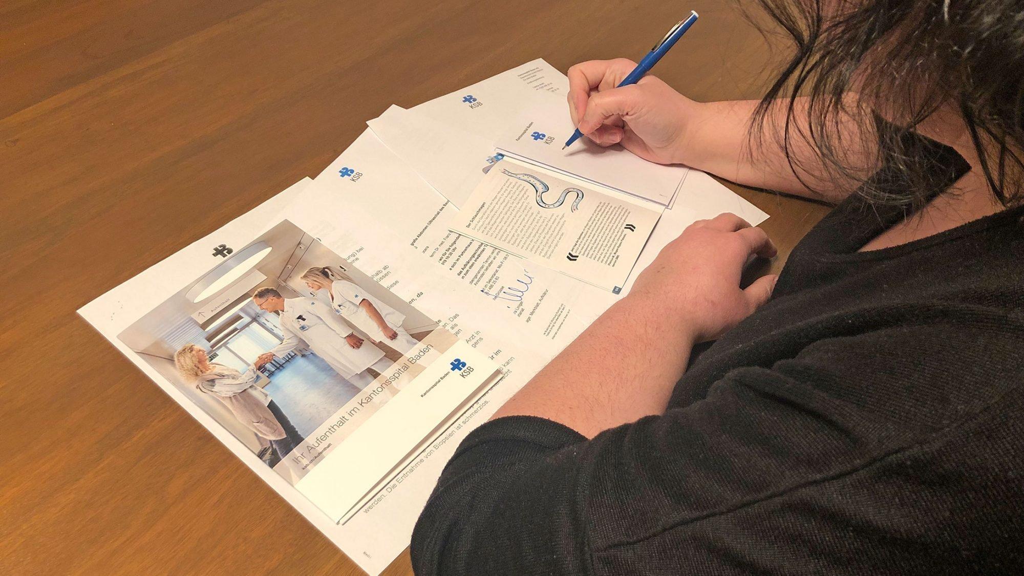 Patientin informiert sich über Schlauchmagen-OP