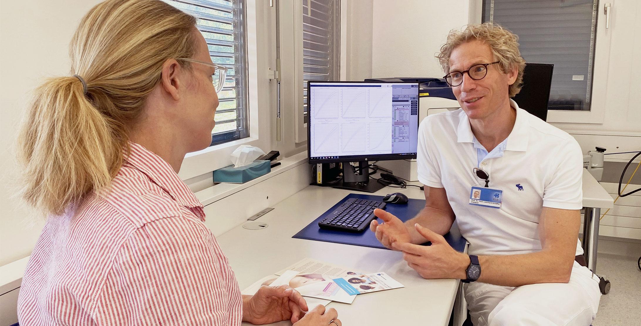 Leonhard Schäffer, Chefarzt Geburtshilfe am KSB im Patientengespräch