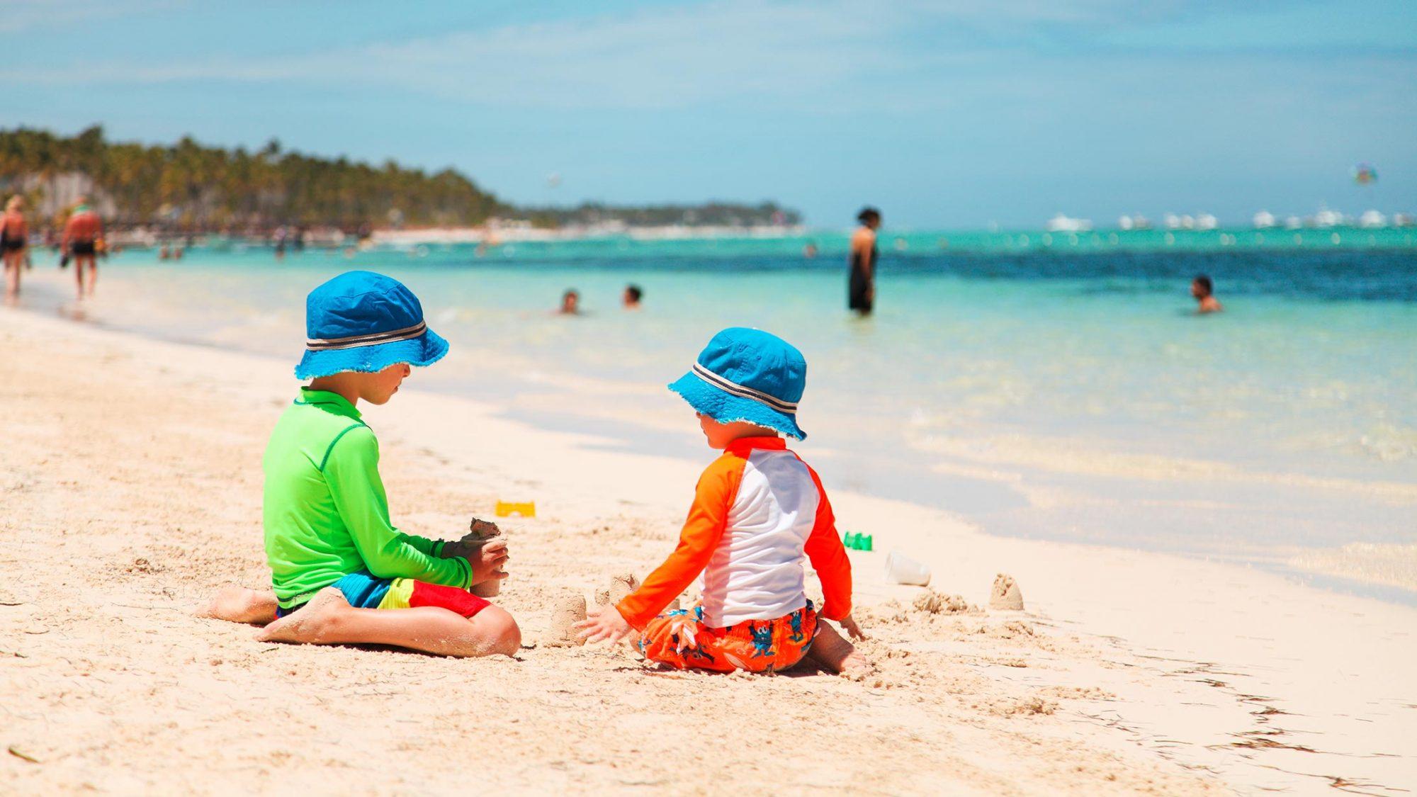 Hautkrebs-Prävention: Kinder schützen sich mit UV-Schutz Shirts