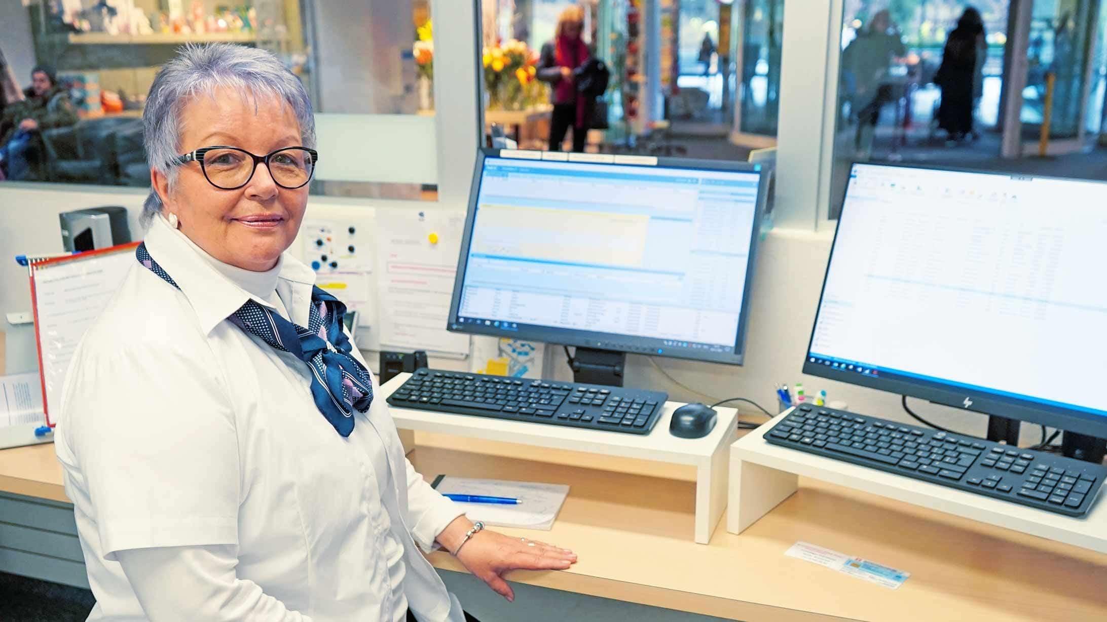Susanne Schneider betreut den Empfang am KSB.