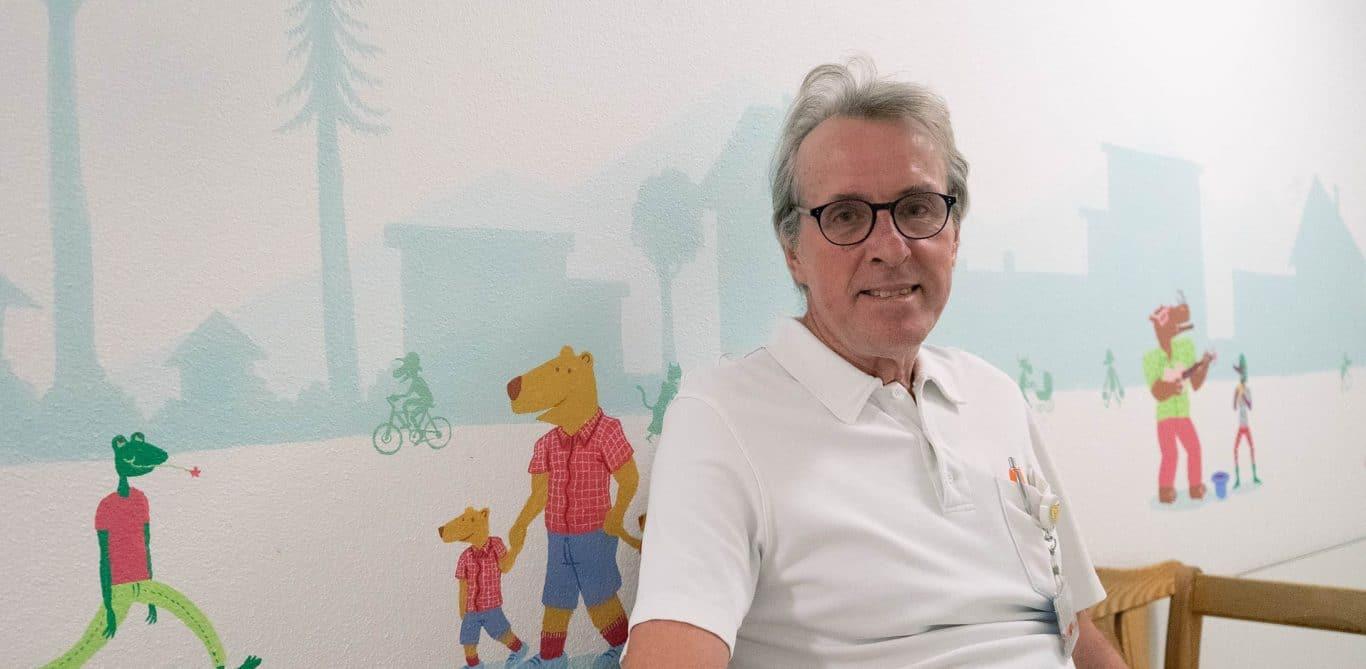 Kinderarzt Markus Wopmann im Wartezimmer