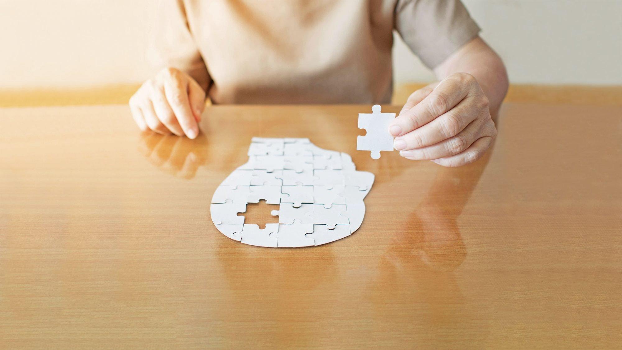 Ein Puzzle eines Gehirns.