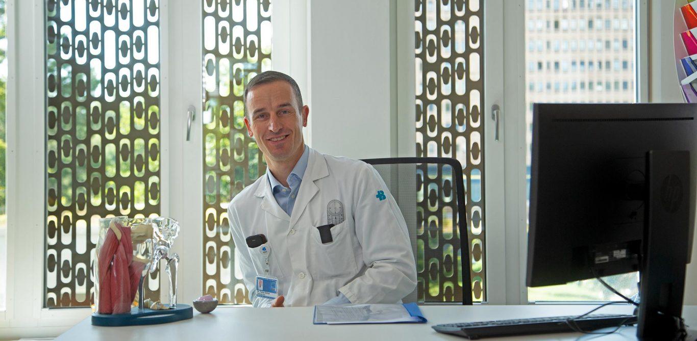 Thema Hüftarthrose: Bild von Orthopäde Tobias Bühler