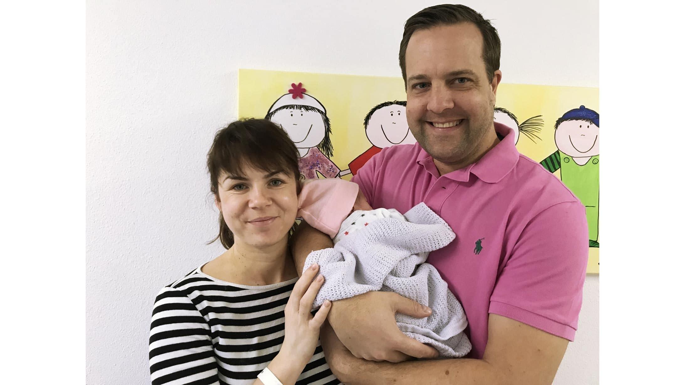 Eine Familie mit der am 20.02.2020 geborenen Chiara.