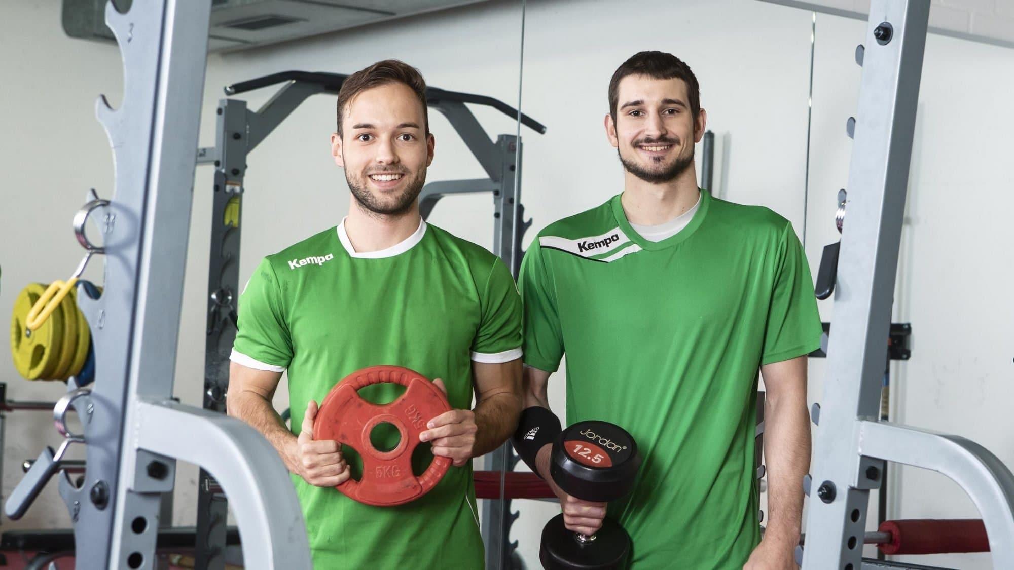 Zwei Handballer im Training